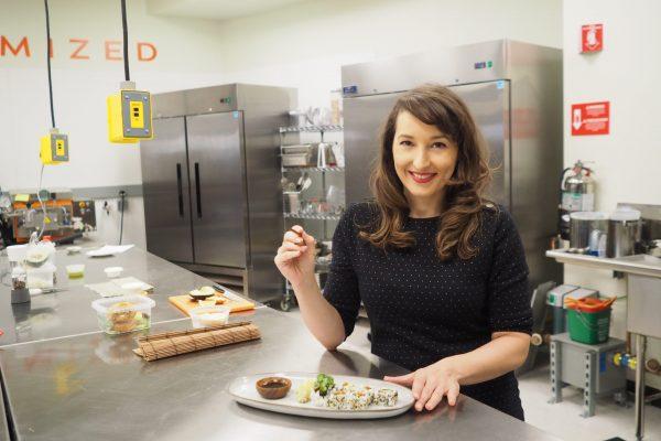 Nathalie Rolland co-fondatrice de Agriculture Cellulaire France dégustation de saumon cultivé a partir de cellules 2 Crédits_ The Wild Type